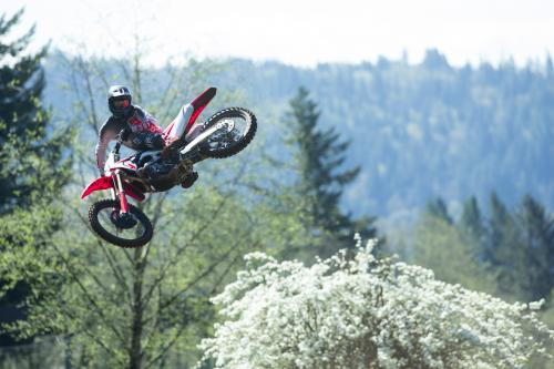 19_CRF250R_Action_M__2801
