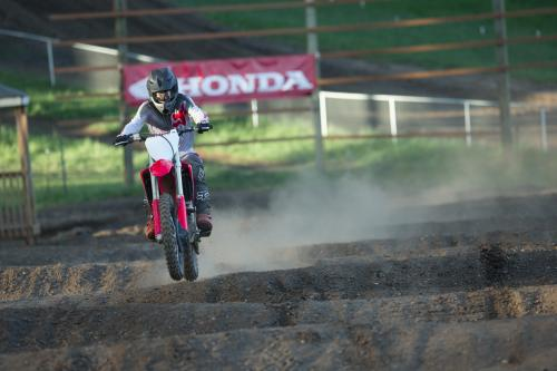 19_CRF250R_Action_M__3590