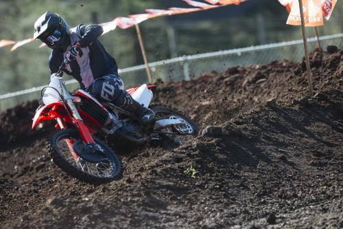 19_CRF450R_Action_S1A0305