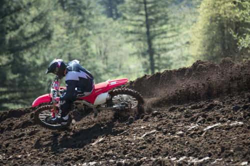 19_CRF450R_Action_S1A0357