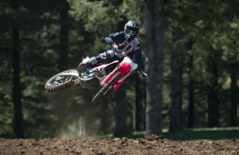 19_CRF450R_Action_S1A0554