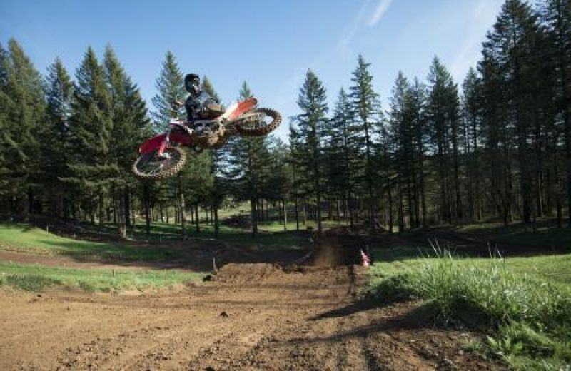 19_CRF450R_Action_S1A0759